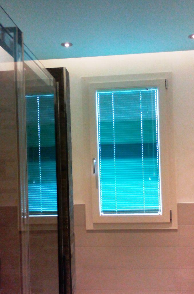 Veneziana in alluminio a quattro gradazioni di colore, tende verona, negozio tende verona, tende per interni verona, Arredamento Mariano