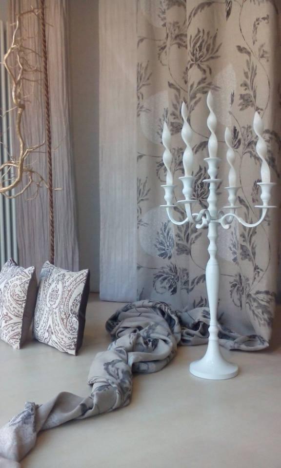 I #fiori dipinti con la china su #tessuti in #purolino #verona #marianotende #interiordesign #tendaggi