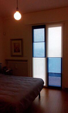 tende verona: esempio di tenda creativa patchwork con i colori del mare bianco azzurro e blu Arredamento Mariano verona fattomano latuacasa tessuti, tende verona, negozi tende verona, tessuti verona, negozio tende verona