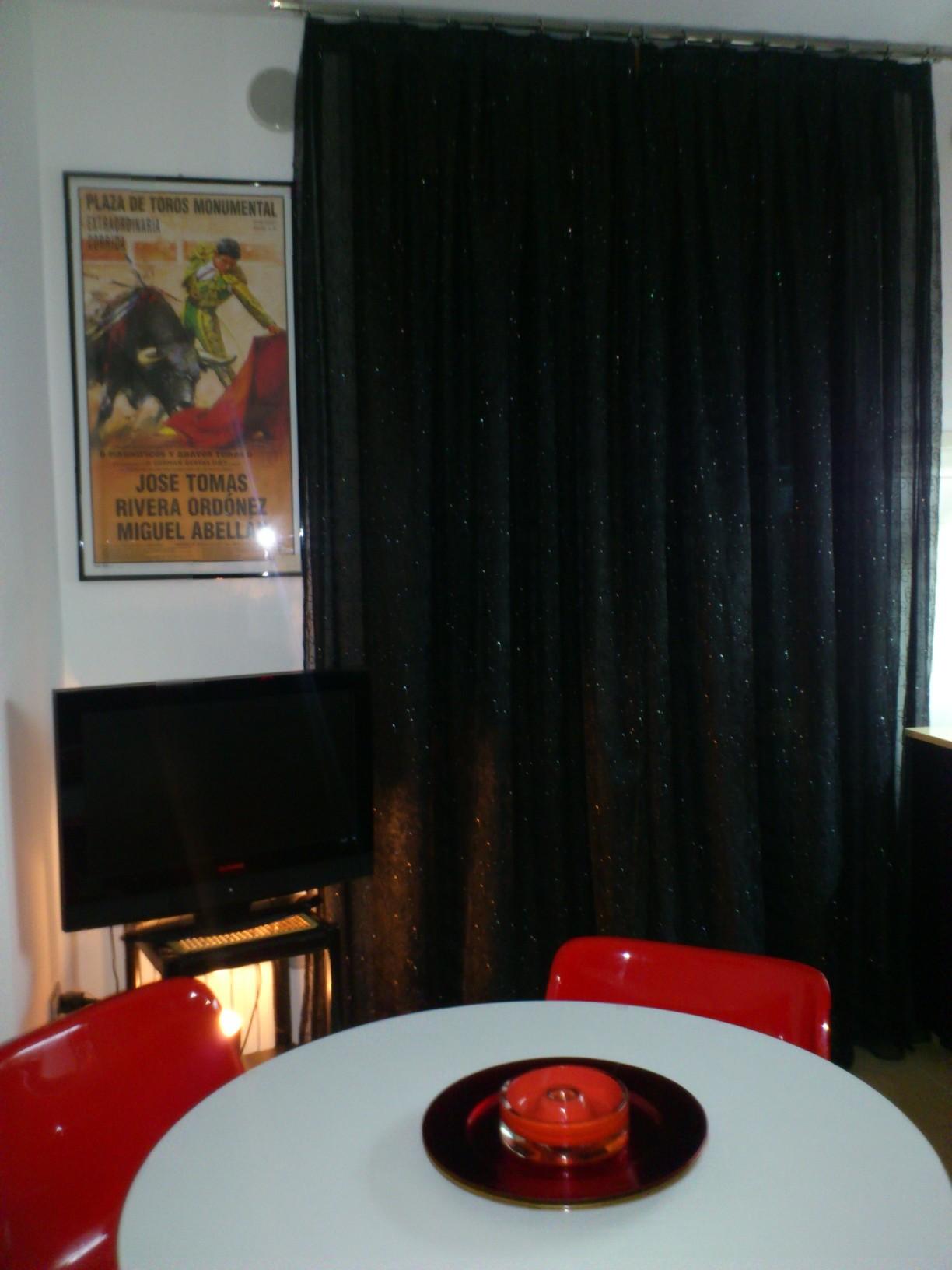 tende verona - tenda tradizionale ricamata su fondo nero con innesti Swarovski. Arredamento Mariano negozio tende e tessuti verona