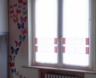 Tende in rosa a pacchetti con bottoni per la cameretta in casa liberty. Negozi tende verona, Mariano.