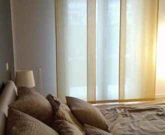 Le tende a pannelli scorrevoli nelle camere da letto, tessuti James Malone. Tende verona, Mariano.
